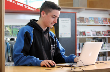 Gungahlin College students on computers